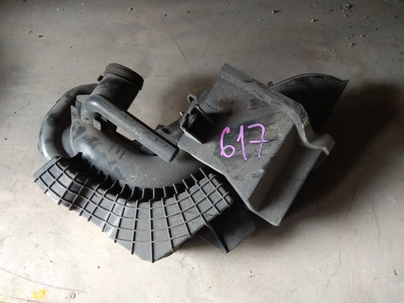 Патрубок воздушного фильтра Mazda Axela BKEP LF