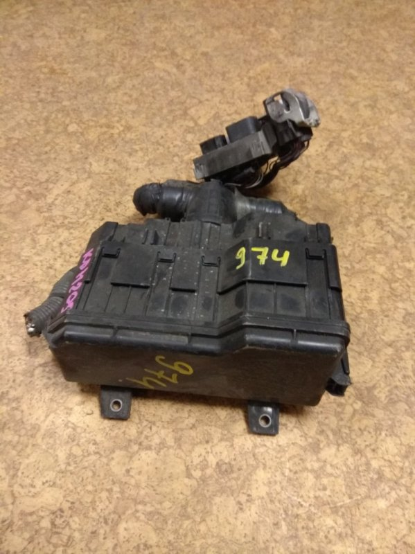 Блок предохранителей Toyota Hiace KDH205 2KD