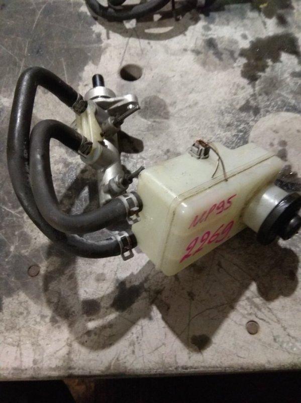 Главный тормозной цилиндр Toyota Vitz NCP95