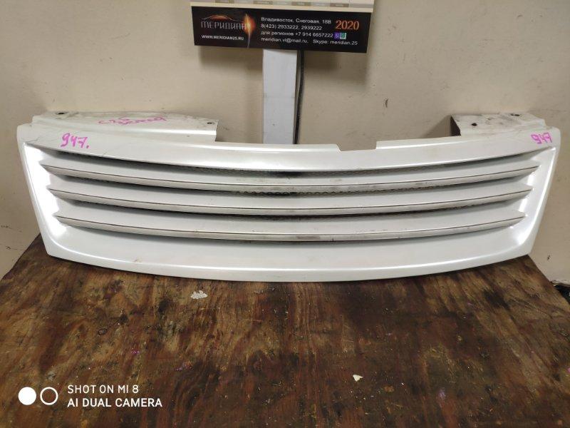 Решетка радиатора Nissan Serena C25