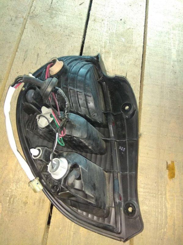 Стоп-сигнал Daihatsu Storia M100A задний правый