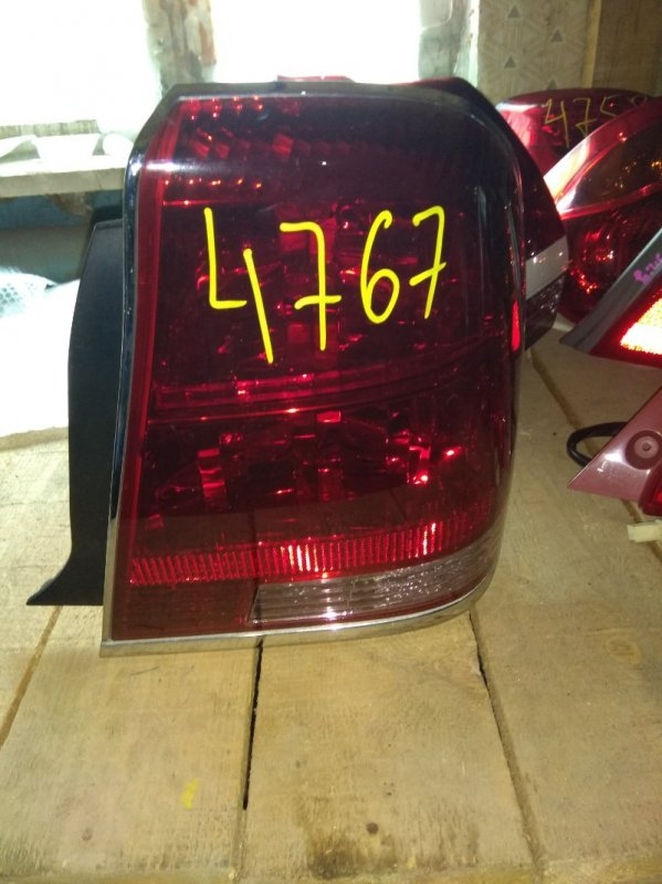 Стоп-сигнал Toyota Crown Majesta UZS175 задний правый