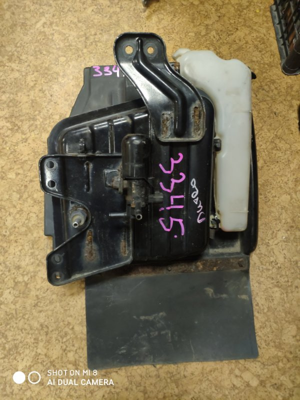 Подкрылок Hino Dutro XZU348 N04C-TJ 2009 передний правый