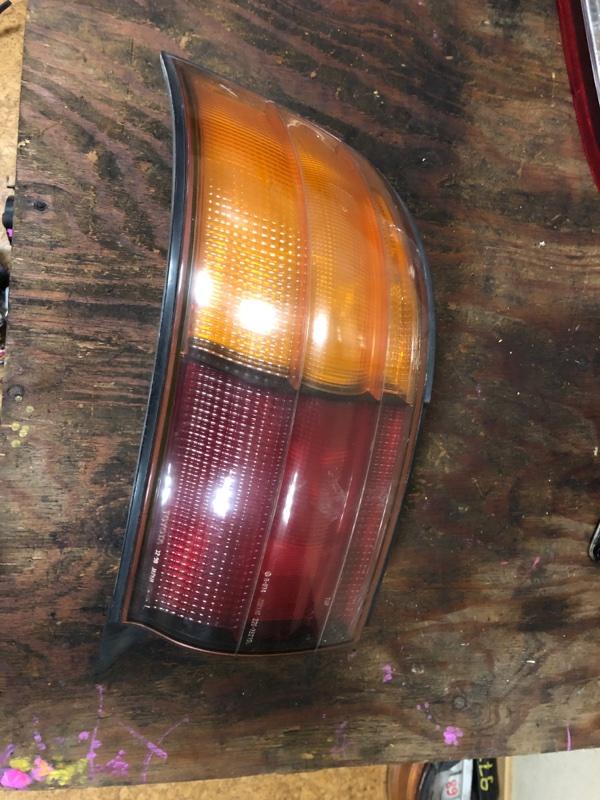 Стоп-сигнал Toyota Camry SV32 задний левый