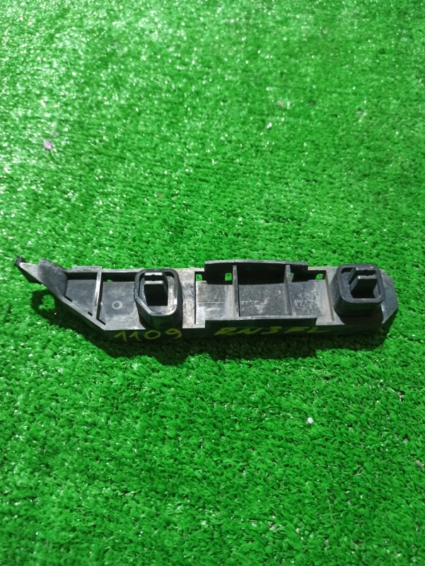 Крепеж бампера Honda Stream RN1 передний левый