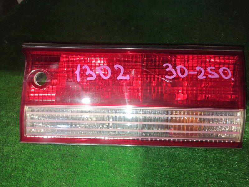 Вставка между стопов Toyota Crown GS151 правая