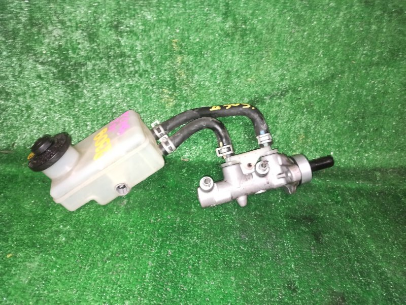 Главный тормозной цилиндр Toyota Ist NCP60 1NZ-FE