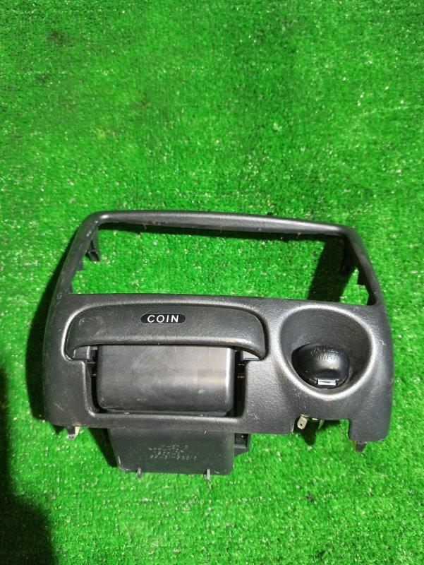 Консоль магнитофона Toyota Funcargo NCP20