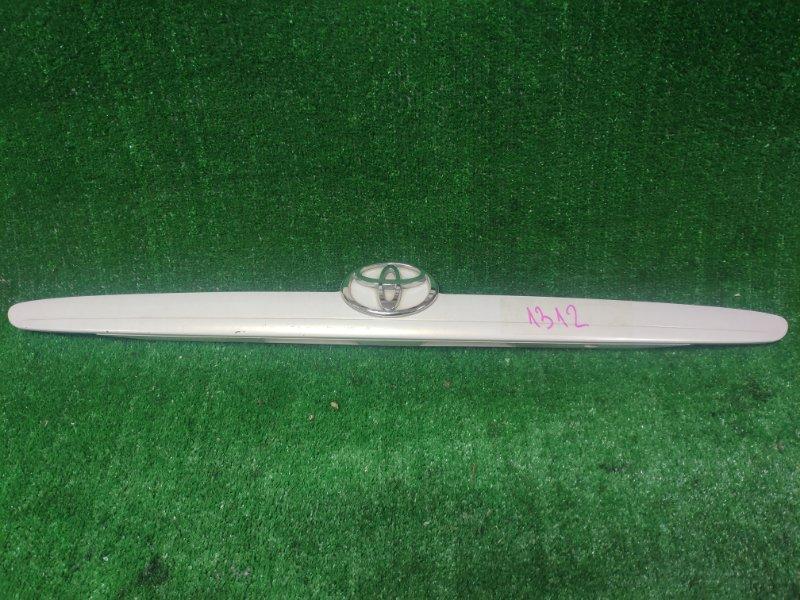 Вставка между стопов Toyota Mark Ii JZX110 задняя