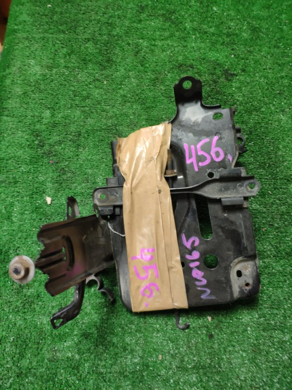 Крепление аккумулятора Toyota Probox NCP165 2015