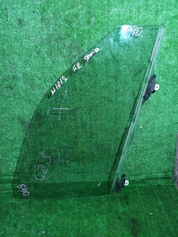 Стекло двери Daihatsu Storia M100A переднее правое