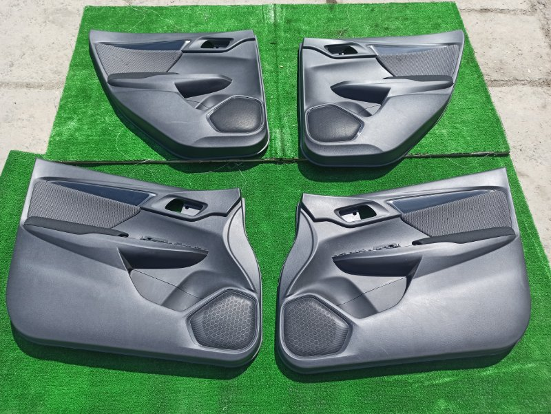 Обшивка дверей Honda Fit GP5 LEB