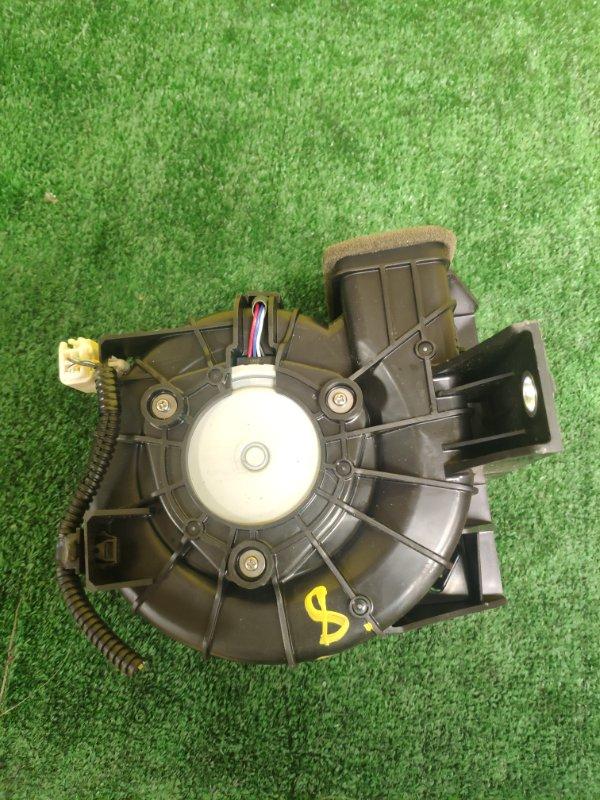 Мотор охлаждения батареи Toyota Aqua NHP10 1NZ-FXE задний