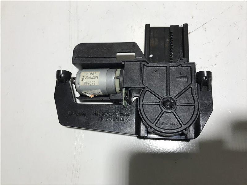 Электромотор подголовника Mercedes-Benz W210