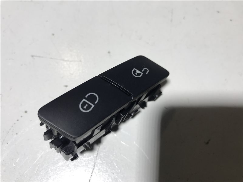 Кнопка центрального замка Mercedes-Benz C-Class W204 W204 272.921 2008 передняя правая