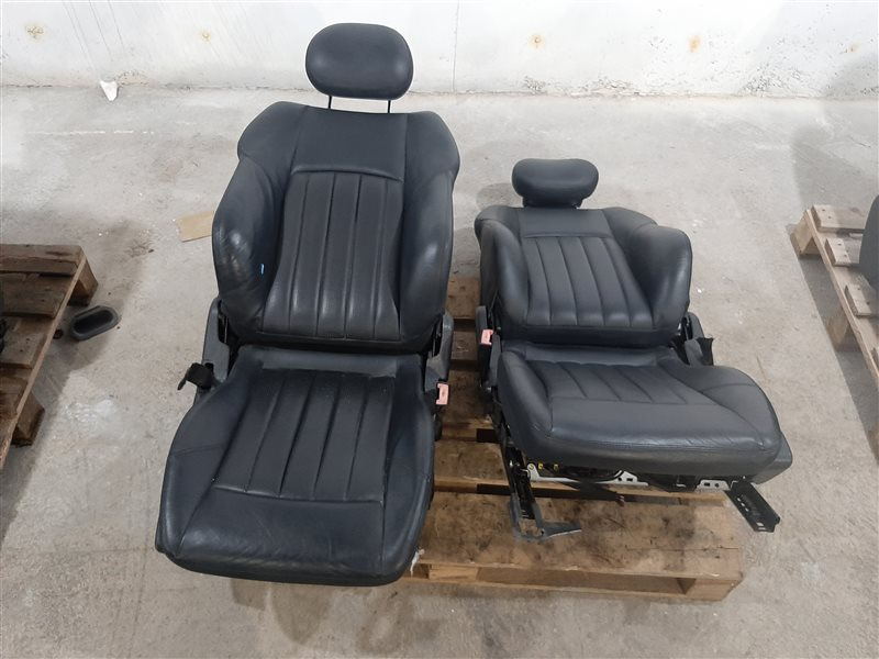 Комплект сидений Mercedes-Benz C-Class W203 C32 Amg W203 112.961 2001 передний