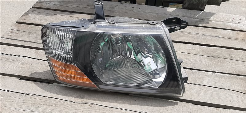 Фара Mitsubishi Pajero V78W 4M41 1999 передняя правая