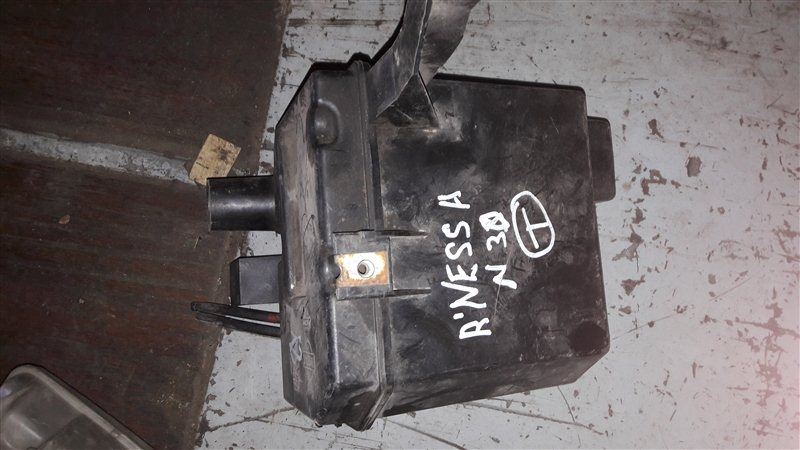 Бачок омывателя Nissan Rnessa N30 QG18DE 2000 передний