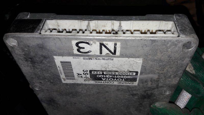 Блок управления двс, бортовой компьютер Toyota Ipsum SXM10 3SFE 1998