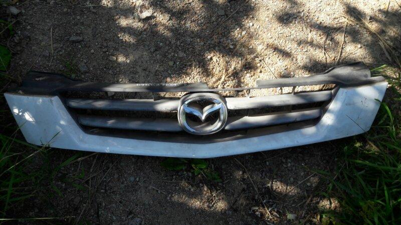 Решетка радиатора Mazda Demio DW3W B3 2001