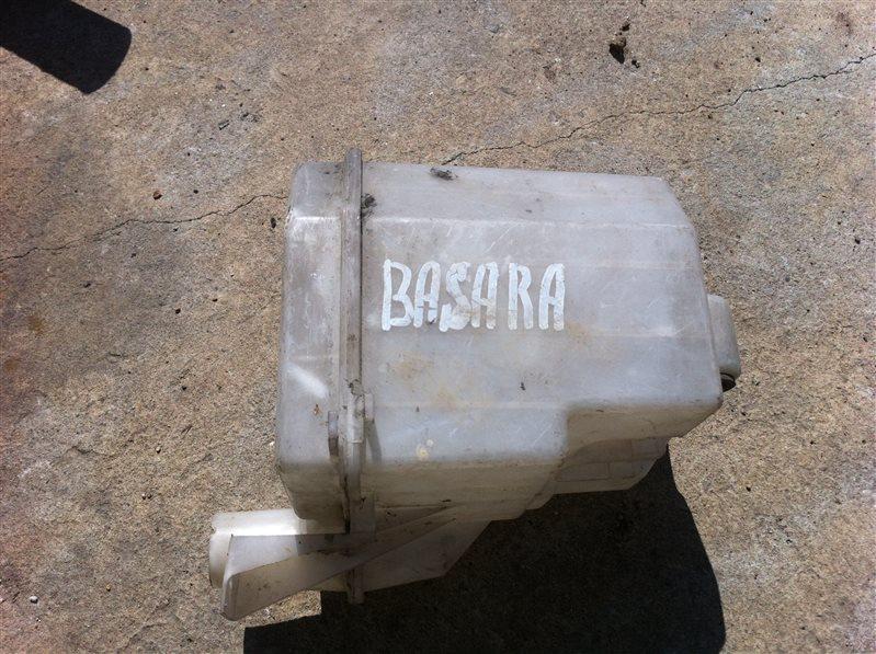 Бачок омывателя Nissan Bassara 30