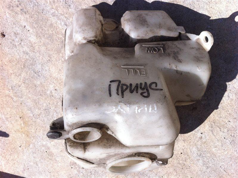 Бачок омывателя Toyota Prius 10 2000