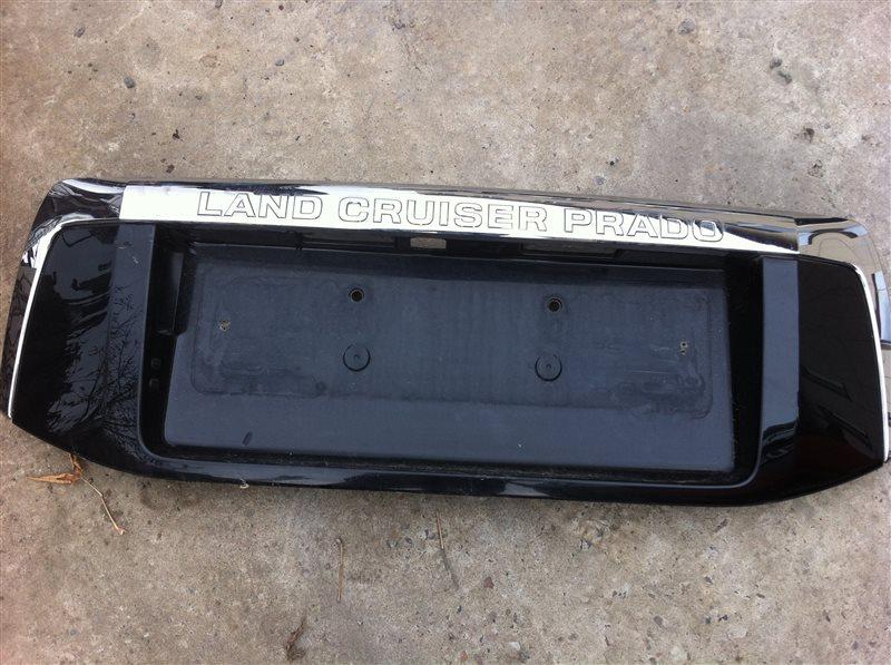 Рамка подсветки крепления номера накладка крышки багажника Toyota Land Cruiser Prado 150 1GR 2009