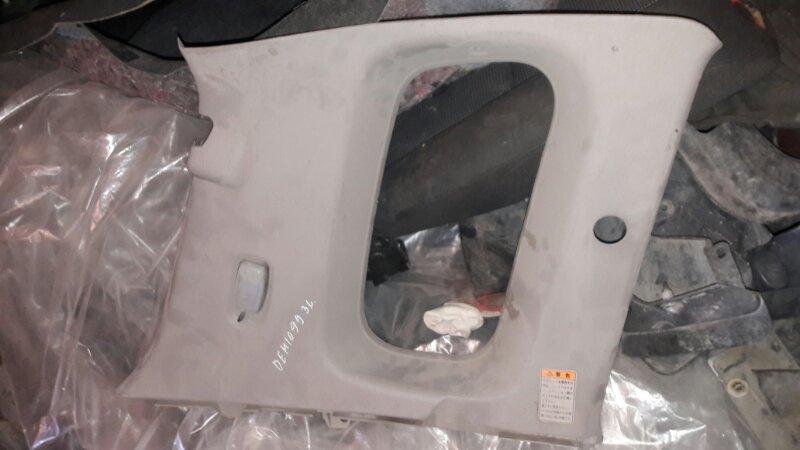 Обшивка пластик накладка багажника Mazda Demio DW3W B3 1999
