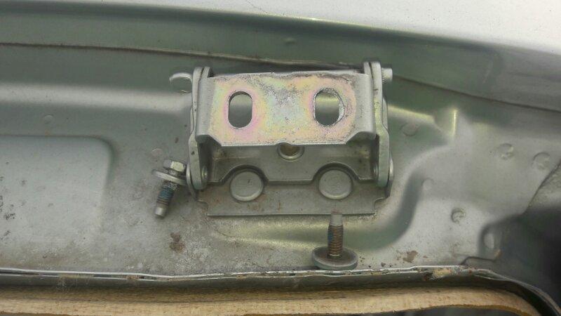 Петля крепление крышки багажника Ford Focus 1 ZETEC 2.0 , DURATEC 1.6 2004