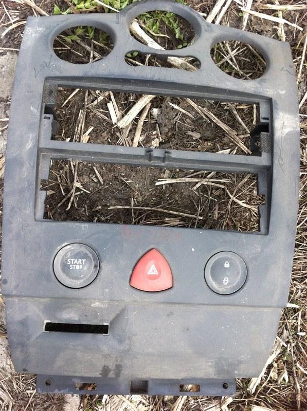 Рамка магнитолы Renault Megan 2005