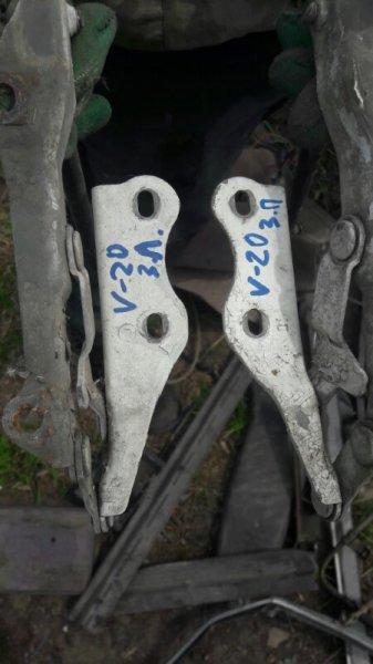 Крепление крышки багажника Toyota Vista SV20, SV21, SV22 1SFE, 3SFE 1988