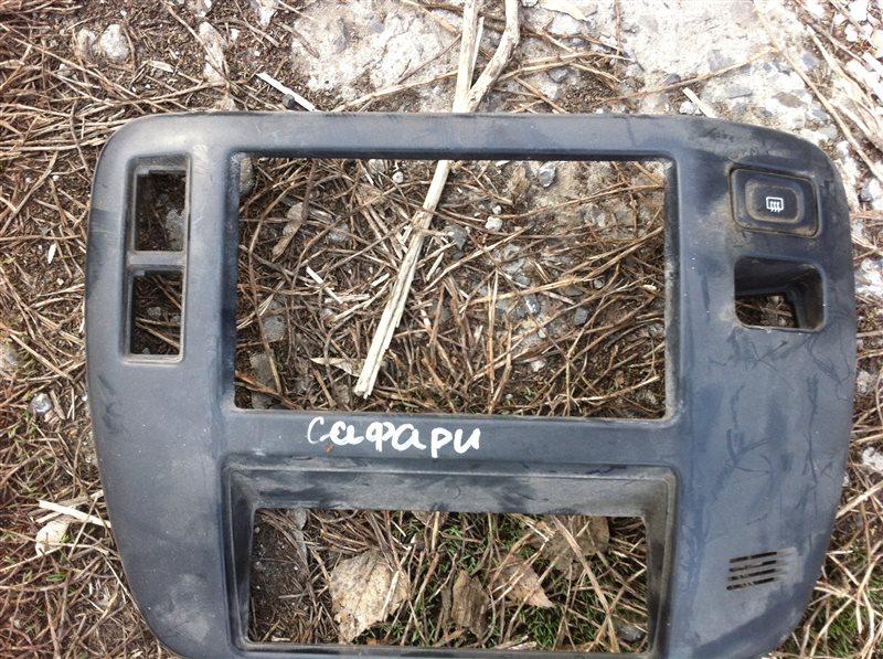 Рамка магнитолы Nissan Safari 61