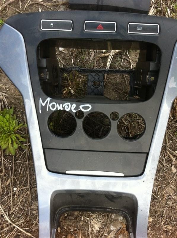 Рамка магнитолы Ford Mondeo 2011