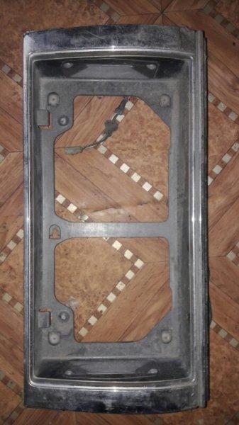 Рамка подсветки крепления номера накладка крышки багажника Toyota Mark Ii GX81, GX80 1GFE 1992