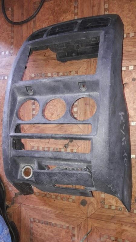 Консоль магнитофона Nissan Cube AZ10 CG10 2000