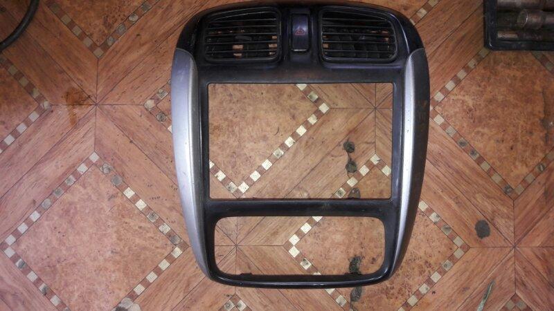 Консоль магнитофона Mazda Demio DW3W B3 2001