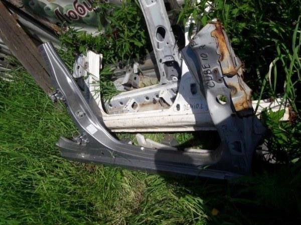 Порог кузовной Nissan Cube AZ10 CG10 2000 правый