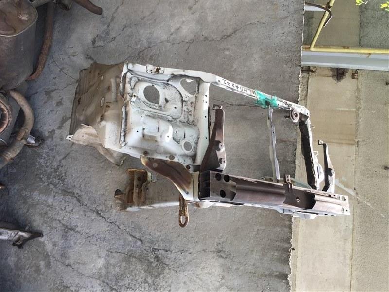 Рамка радиатора Toyota Noah 41