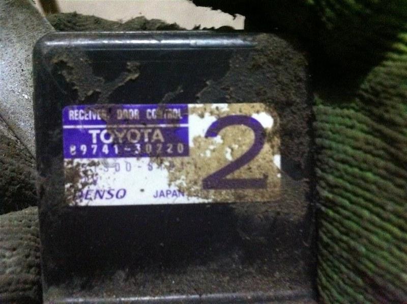 Блок управления центральным замком Toyota Aristo 161