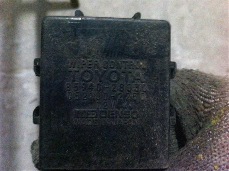 Блок управления стеклоочистителем Toyota Previa