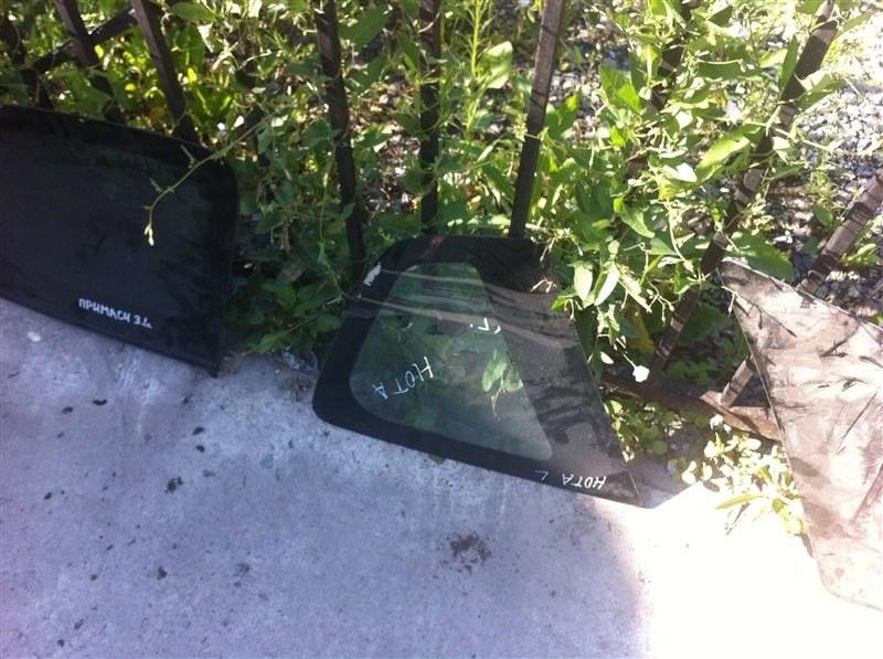 Стекло собачника Nissan Note 11 левое