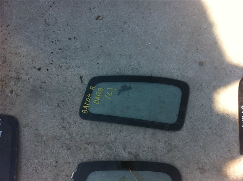 Стекло собачника Suzuki Wagon R левое