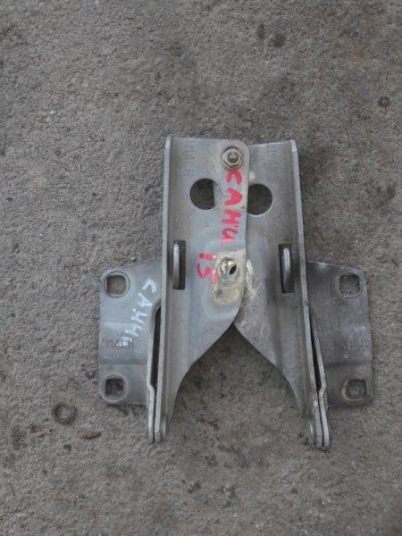 Петли крепление капота Nissan Sunny FB15, FNB15 QG15DE, QG13DE 2001