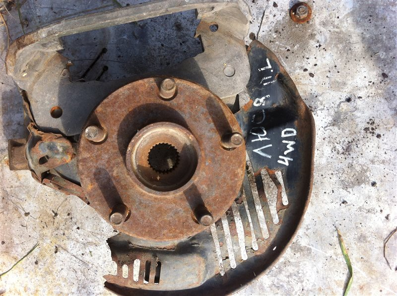 Кулак поворотный Toyota Lucida 20 передний