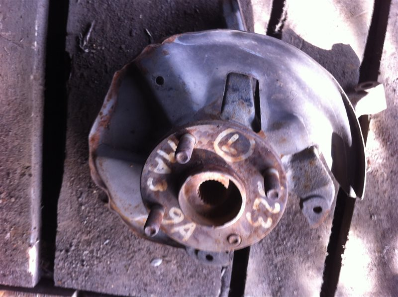Кулак поворотный Mazda 323 передний