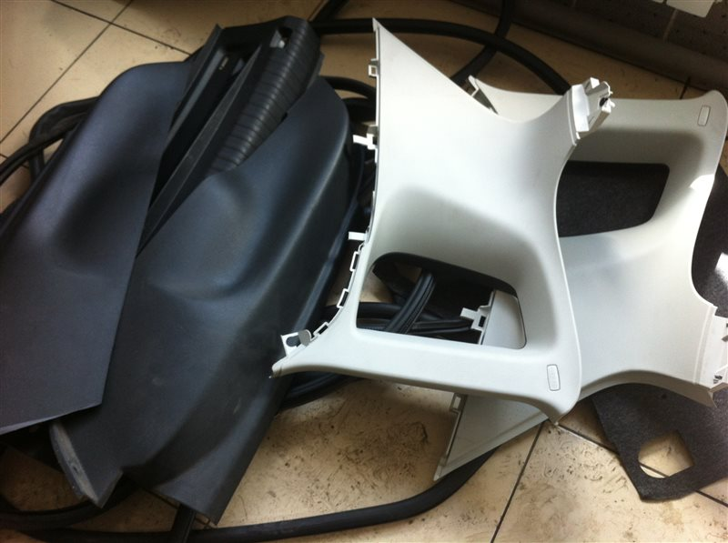 Обшивка пластик накладка багажника Volkswagen Tiguan 5N2 2.0TFSI 2014
