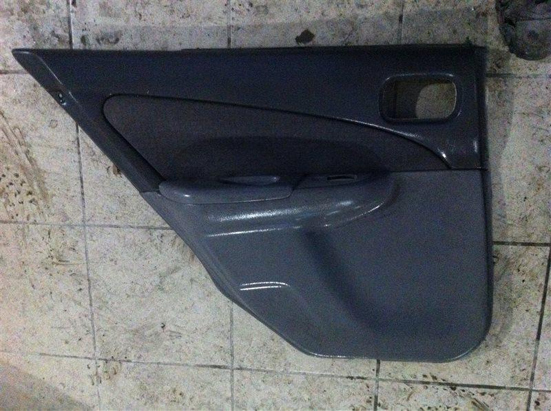 Обшивка двери Nissan Sunny 15 задняя