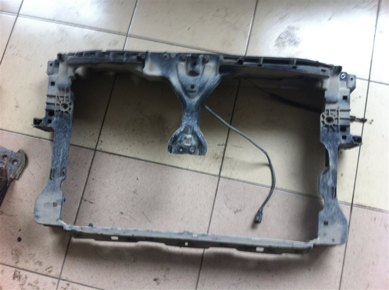 Рамка радиатора Volkswagen Tiguan 5N2 2.0TFSI 2014