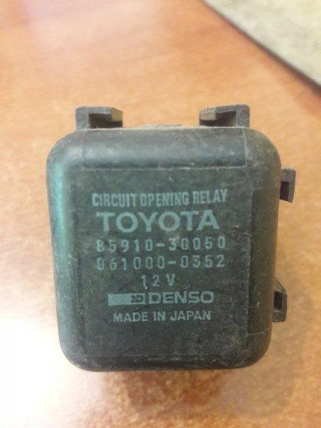 Реле топливного насоса Toyota