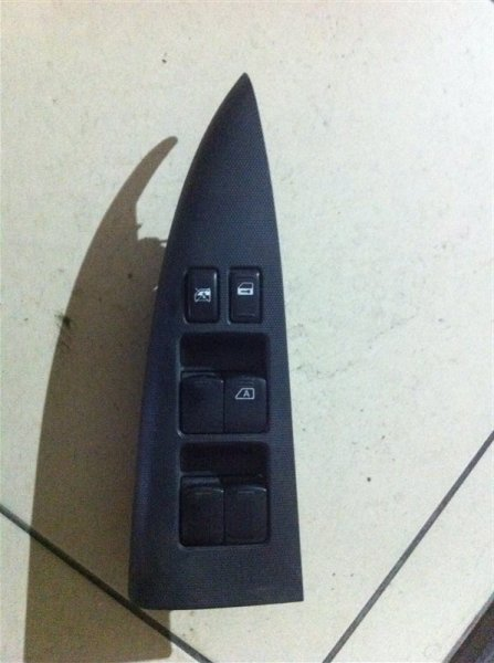 Блок управления стеклоподъемника Nissan Note 11 передний правый